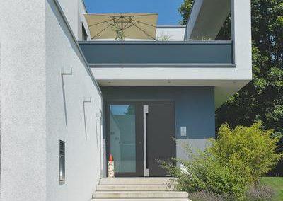 Porte d'entrée en aluminium Hörmann pour villa